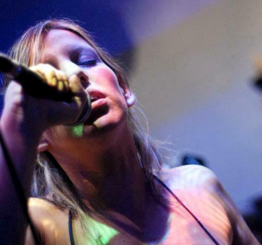 http://argentjazz.com.ar/wp-content/uploads/2013/08/fernanda-lanza-apertura.jpg